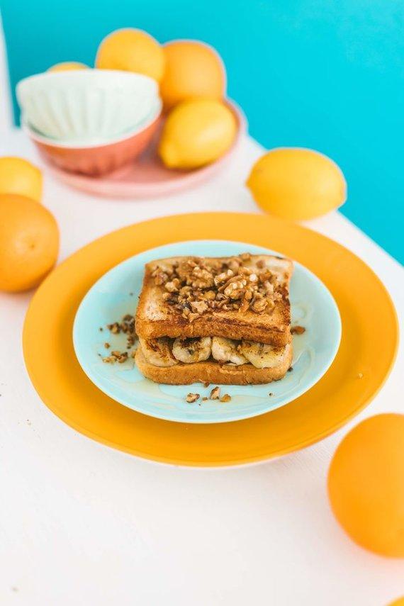 Gamintojo nuotr. /Prancūziškas skrebutis su riešutų sviestu ir bananais