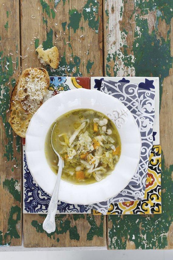Vida Press nuotr./Šviežių daržovių ir pupelių sriuba