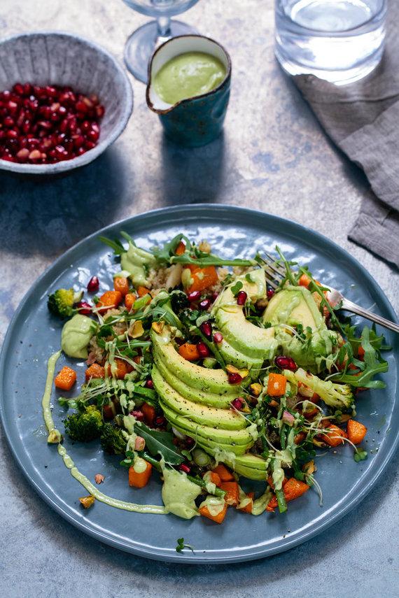 Vida Press nuotr./Brokolių ir avokadų salotos su granatais