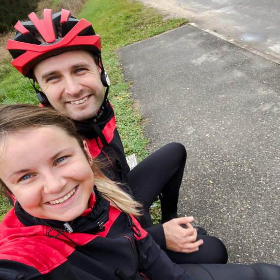 Asmeninio albumo nuotr. /Laura Čekanavičienė su vyru aktyviai važinėja dviračiais