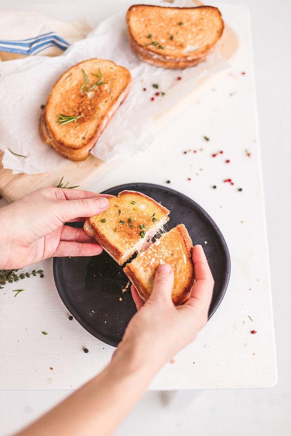 Gamintojo nuotr./Keptas sūrio ir kumpio sumuštinis