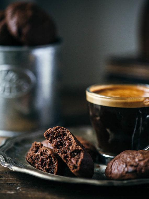 Nidos Degutienės nuotr. /Šokoladiniai sausainiai su šokolado gabaliukais