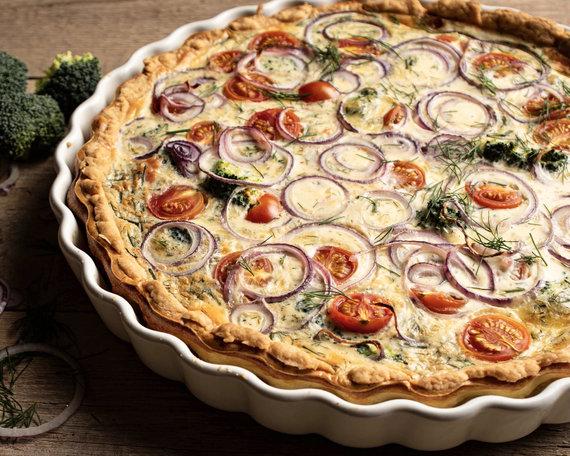 Tinklaraštininkų nuotr. /Prancūziškas kišas su daržovėmis, sūriu ir lašiša