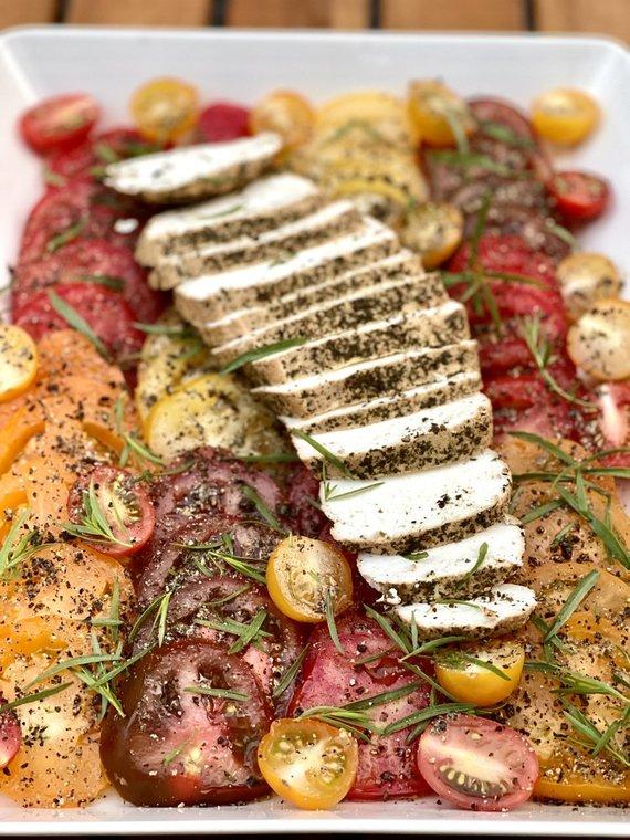 Tinklaraštininkės nuotr. /Rūkytas varškės sūris su pomidorų salotomis