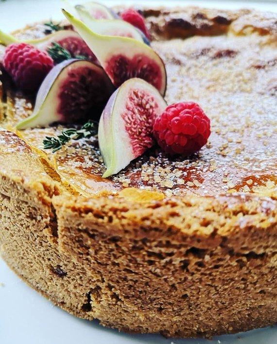 Tinklaraštininko nuotr. /Pyragas su karamelizuotais obuoliais ir spanguolėmis