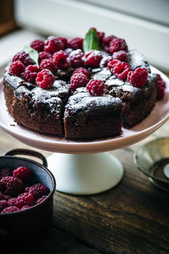 Nidos Degutienės nuotr. /Šokoladinis pyragas su avietėmis