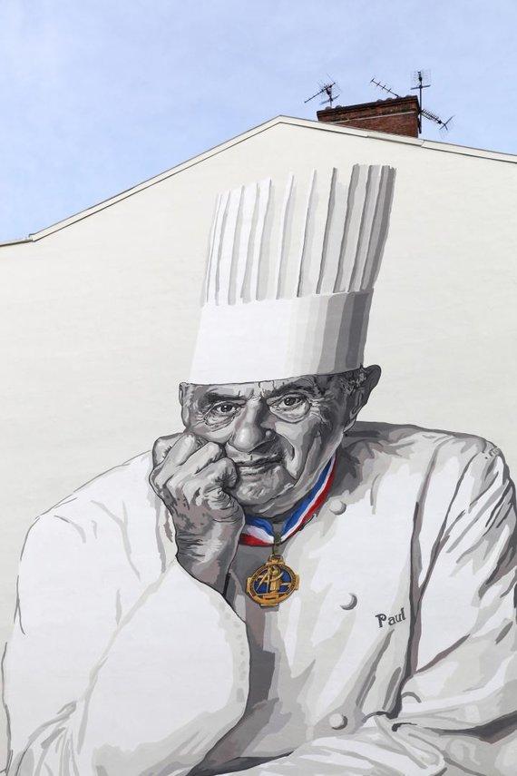 Vida Press nuotr./Pastato siena su Paulo Bocuse portretu
