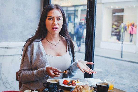 Vida Press nuotr./Maistu nepatenkinta moteris