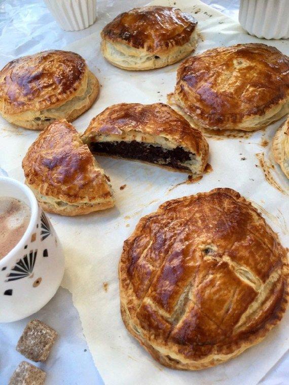 Dangiros Šimašiutės nuotr./Šokoladiniai-migdoliniai karališki pyragėliai