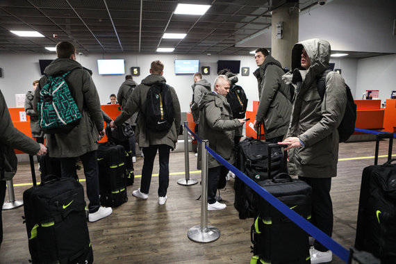 Eriko Ovčarenko / 15min nuotr./Krepšininkai oro uoste