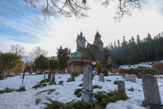 Eriko Ovčarenko / 15min nuotr./Medinė bažnyčia kalnuose