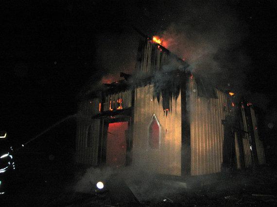 Įvykio liudininko nuotr./Paštuvos bažnyčios gaisras