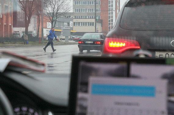 Eriko Ovčarenko / 15min nuotr./Diena su nežymėtu policijos automobiliu