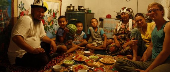 Živilės Necejauskaitės/Gyčio Celencevičiaus nuotr./Vakarienė su šeima Pietų Kirgizijoje