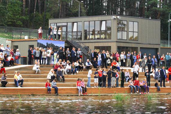 Justinos Butkutės nuotr./Zarasuose atidarytas didžiausias Lietuvoje vandenlenčių pramogų parkas