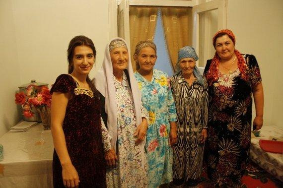 Asmeninės nuotr./Uzbekų moterys su tradiciniais rūbais