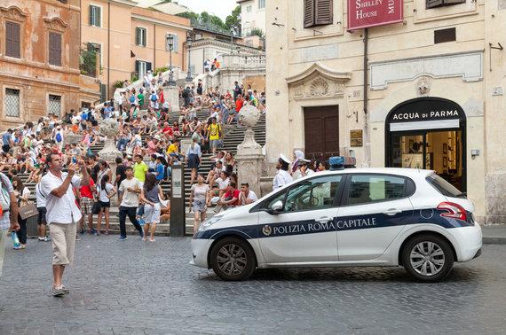 123rf.com nuotr./Nors turistų mėgstamose vietose budi pareigūnai, sukčių tai nesulaiko