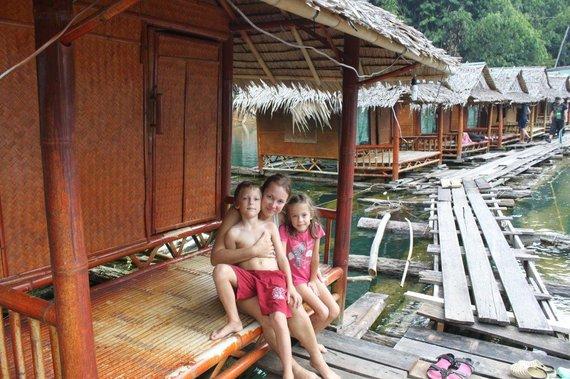 Simonos ir Tomo Kupečių nuotr./Khao Sok nacionalinis parkas, nakvynė ant ežero plūduriuojančiuose nameliuose
