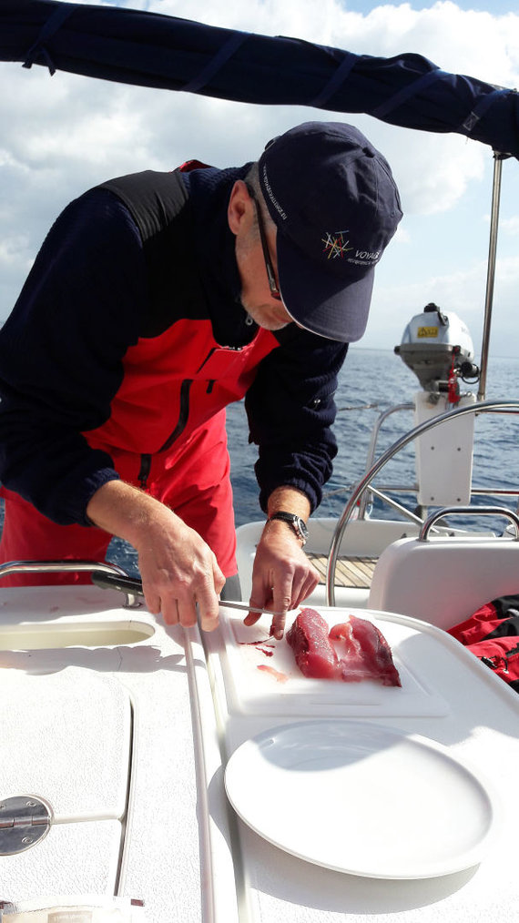 Indrės Štarkaitės nuotr./Pjaustomas tunas