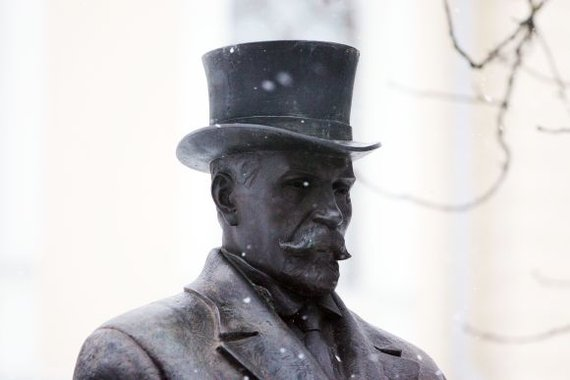 Aliaus Koroliovo nuotr./Antano Smetonos skulptūra bent iš pažiūros labiausiai lankoma Istorinės Prezidentūros sodelyje