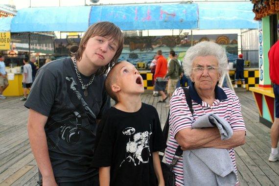 123rf.com /Atostogaujanti močiutė su anūkais