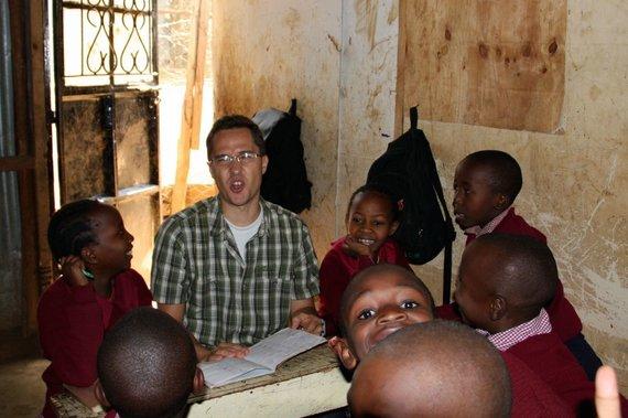 Asmeninio albumo nuotr. / E.Markovas su mokiniais Nairobyje, Kenijos sostinėje