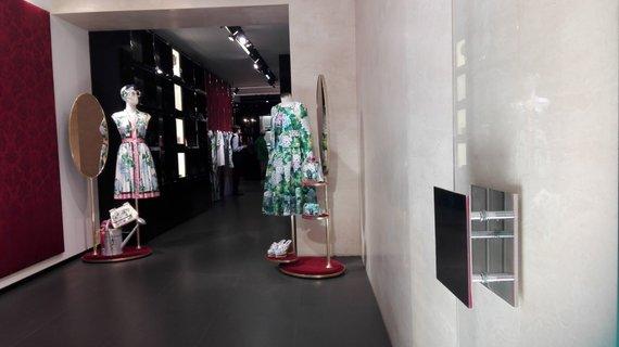 """Tavo Roma nuotr./Kaprio hortenzijos – ant """"Dolce&Gabbana"""" suknelių"""