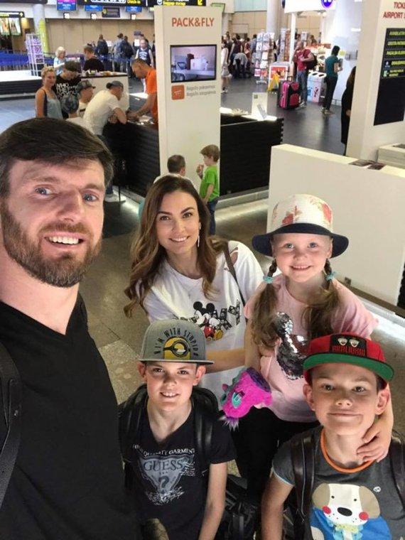 Asmeninės nuotr./Tatjana Lavrinovič su vyru ir vaikais
