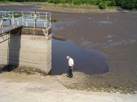 SilutesETAzinios nuotr./Užtvankoje atsivėrus skylėms Degučių tvenkinys liko be vandens.
