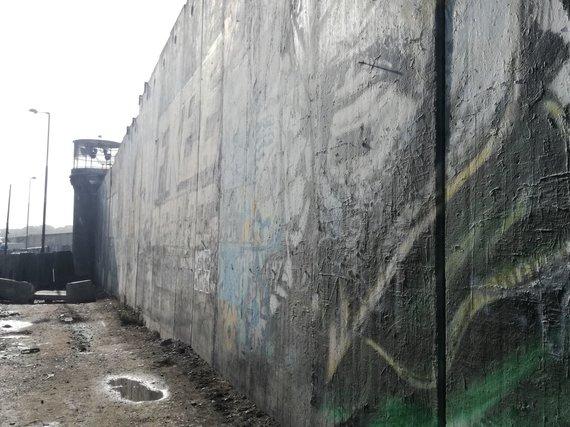 J. Andriejauskaitės / 15min nuotr./Šimtus kilometrų besitęsianti siena tarp Palestinos ir Izraelio.
