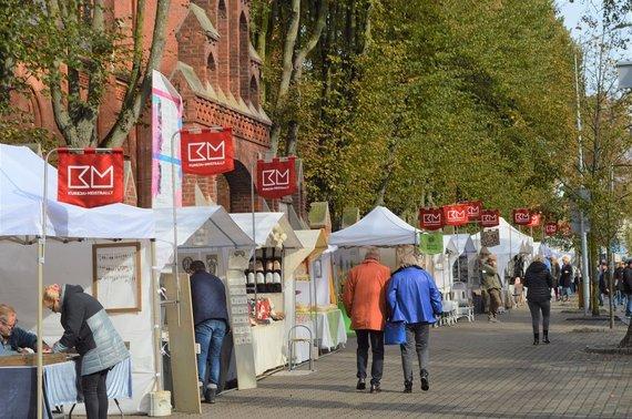 """J.Vanagės nuotr./Kurorte prasideda tris dienas truksiantis tarptautinis folkloro festivalis """"Palangos miestely""""."""