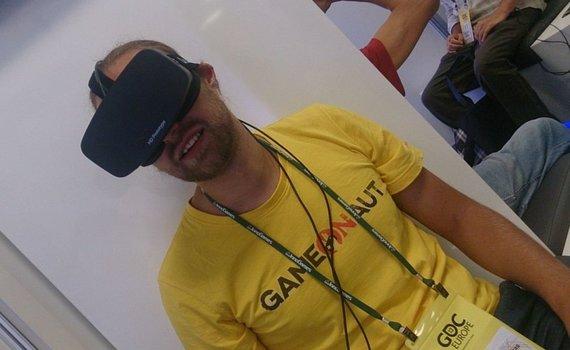 """Žurnalo """"GameON"""" nuotr./Virtualios realybės akinių """"Oculus Rift"""" demonstracijai kūrėjai naudojo naujos kartos prototipą"""