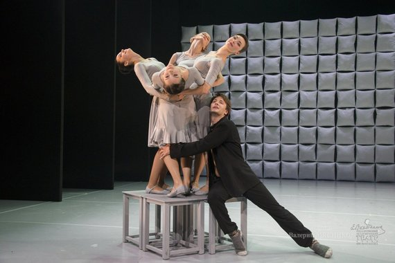"""J.Vachtangovo teatro nuotr./A.Cholinos spektaklis """"Vyrai ir moterys"""""""