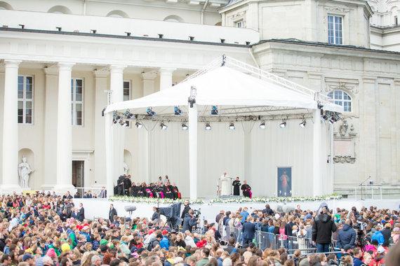 Juliaus Kalinsko / 15min nuotr./Popiežius Katedros aikštėje