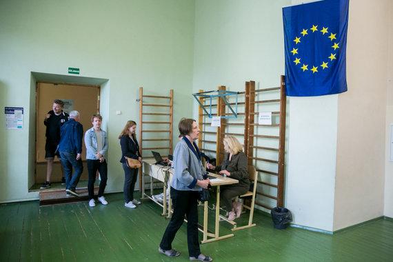 Juliaus Kalinsko / 15min nuotr./Vilniečiai balsuoja antrajame Lietuvos prezidento rinkimų ture