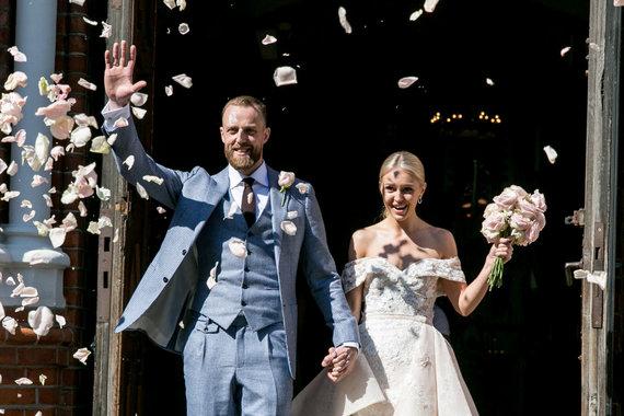 Juliaus Kalinsko / 15min nuotr./Artūro Milaknio ir jo mylimosios Lauros vestuvių akimirka