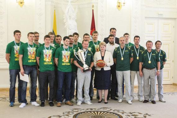Juliaus Kalinsko / 15min nuotr./Dalia Grybauskaitė pasveikino krepšininkus