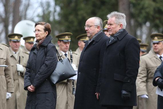 Juliaus Kalinsko/15min.lt nuotr./Iš kairės: Vokietijos ambasadorė Lietuvoje Jutta Schmitz, Krašto apsaugos ministras Juozas Olekas, Algirdas Sysas