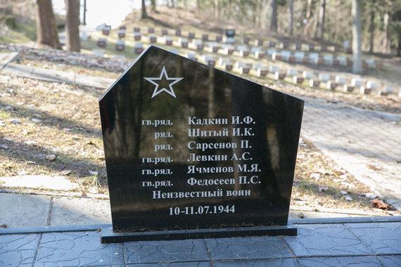 Juliaus Kalinsko / 15min nuotr./Paminklai Antakalnio kapinėse, sukėlę sąmyšį