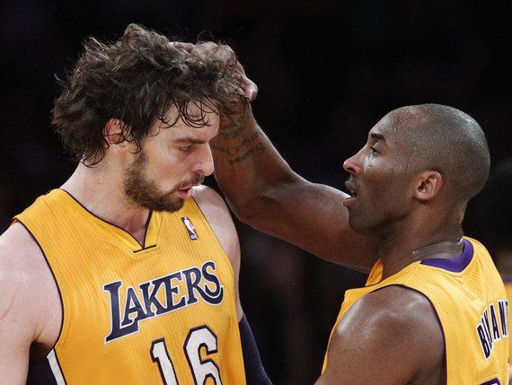"""Reuters""/""Scanpix"" nuotr./Pau Gasolis ir Kobe Bryantas"