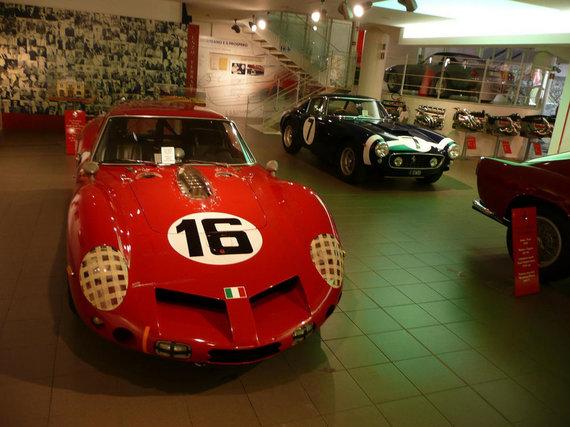 """Gamintojo nuotr./""""Ferrari 250 GT"""" muziejuje"""