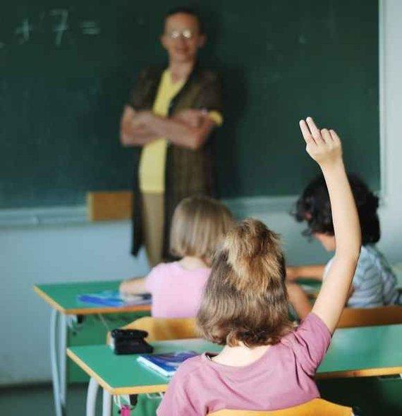 123rf nuotr./Mokytojų, kuriems daugiau nei 65 metai, Lietuvoje yra dvigubai daugiau nei tų, kuriems yra mažiau nei 25-eri.