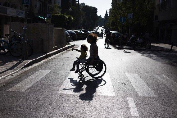 """Reuters""/""Scanpix"" nuotr./Neįgali moteris su dukra"