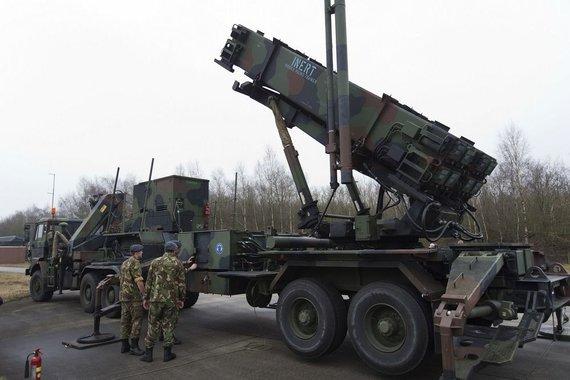 """""""Reuters""""/""""Scanpix"""" nuotr./""""Patriot"""" raketų paleidimo sistema"""