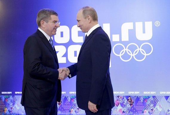 """""""Reuters""""/""""Scanpix"""" nuotr./Tarptautinio olimpinio komiteto pirmininkas Thomas Bachas ir Rusijose prezidentas Vladimiras Putinas"""