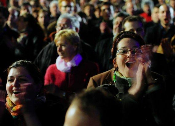 """AFP/""""Scanpix"""" nuotr./Partijos """"Fidesz"""" rėmėjai džiaugiasi išankstiniais rezultatais"""