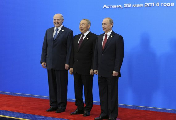 """""""Reuters""""/""""Scanpix"""" nuotr./Baltarusijos prezidentas Aliaksandras Lukašenka, Kazachstano prezidentas Nursultanas Nazarbajevas ir Rusijos prezidentas Vladimiras Putinas"""