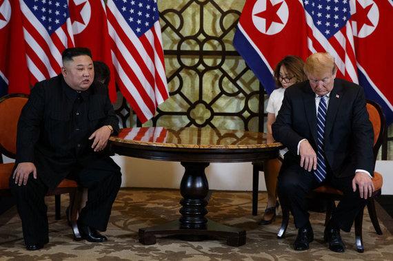 """""""Scanpix""""/AP nuotr./Donaldas Trumpas ir Kim Jon UnasDonaldas Trumpas ir Kim Jong Unas"""