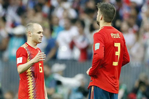 """Scanpix"" nuotr./Andresas Iniesta ir Gerrardas Pique"