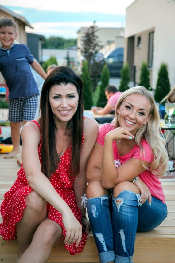 Kristinos Kučinskaitės nuotr./Vakarėlis Eglės Straleckaitės-Daugėlės naujuose namuose